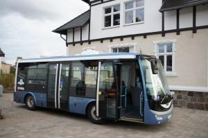 Elektrobus SOR EBN 8 vor Hauptgebaude Prignitzer Leasing AG