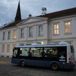 Elektrobus SOR EBN 8 vor dem Pritzwalker Rathaus
