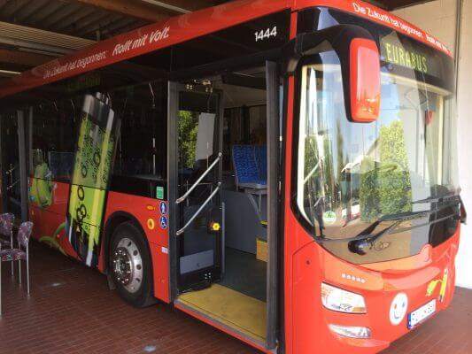 Elektrobus EUROBUS 2.0-300 - vorderer Einstieg
