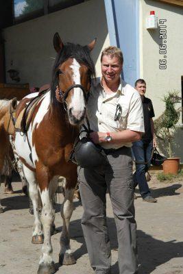 Pferd und Reiter nach dem Reiten