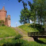 Burgturm Putlitz mit Wappen und Wallanlage - Brücke - Burggraben