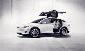 Tesla enthüllt Model X